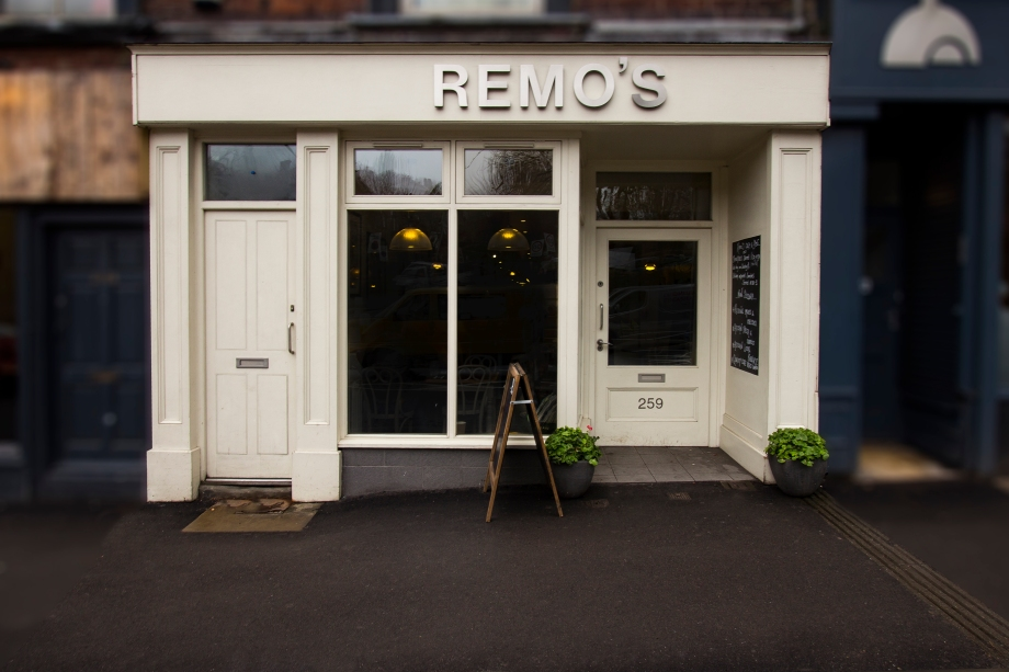 remos_cafe_sheffield_broomhill_front_face_on_lge